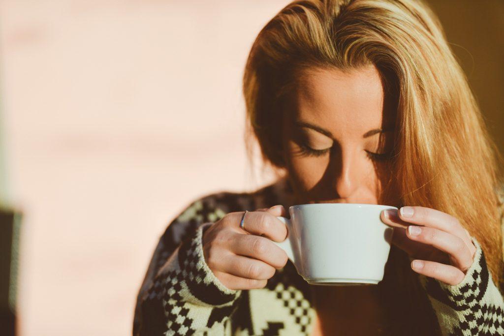 ดื่ม-กาแฟ